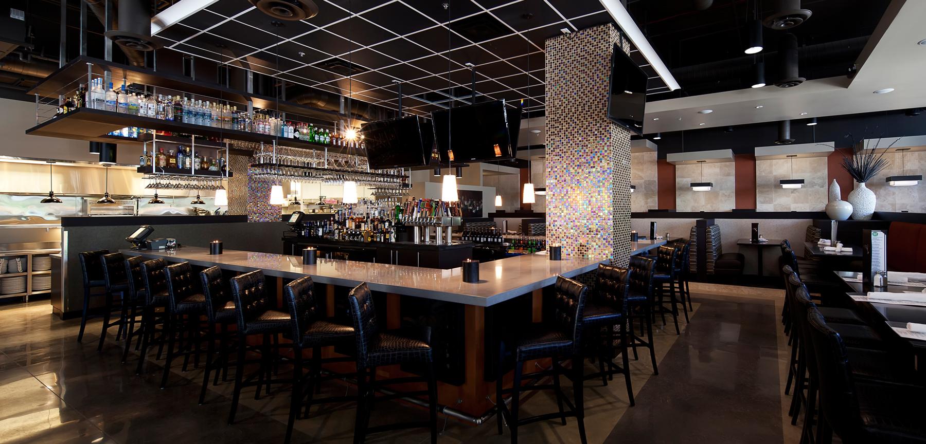 Hodson's Bar & Grill bar area